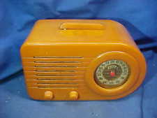 1940s FADA Model 200 BULLET RADIO Beautiful BUTTERSCOTCH BAKELITE Catalin CASE