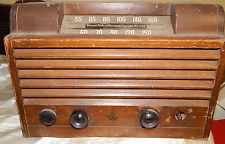 NICE EMERSON VINTAGE ANTIQUE WOODEN TUBE RADIO - Looks cool worth redoing