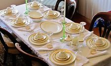 ROYAL DOULTON ROYAL GOLD SERVICE FOR EIGHT CHINA VERY BEAUTIFUL AND ELEGANT